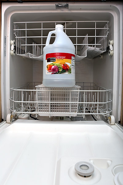 Using Vinegar And Baking Soda To Auto Clean The Dishwasher